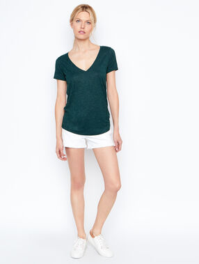 V-neck t-shirt green.