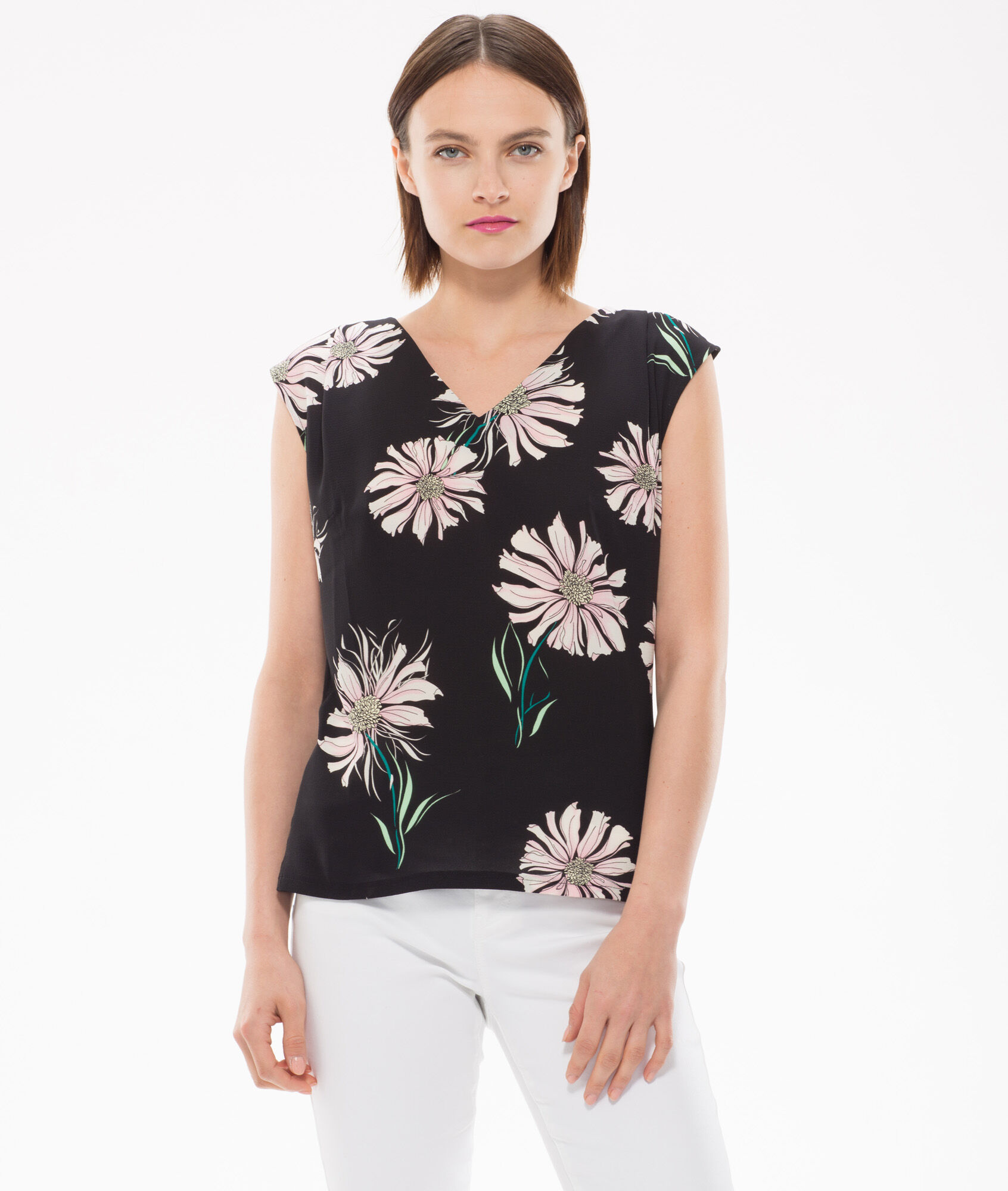 Black t shirt with print - Narguerite Black T Shirt With Floral Print