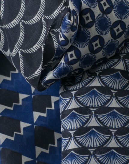 Saphia navy blue printed scarf PhotoZ | 1-2-3