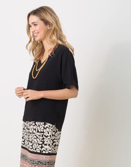 Ellen black shirt with necklace (3) - 1-2-3