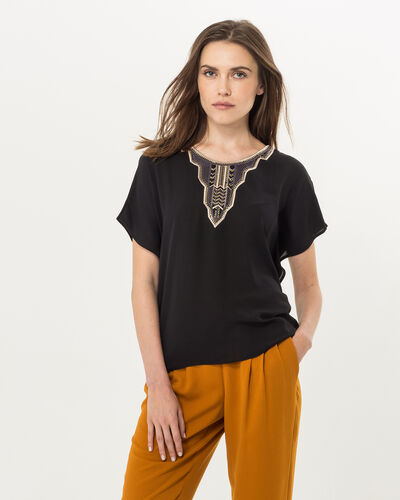 Tee-shirt noir plastron brodé Nomos (1) - 1-2-3