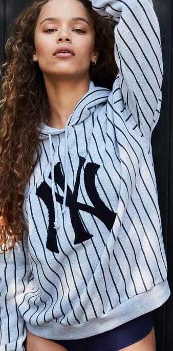 Yankiz light grey sweatshirt grey.
