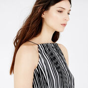 Warehouse, GEO PLISSE SQUARE NECK CAMI Black Stripe 4