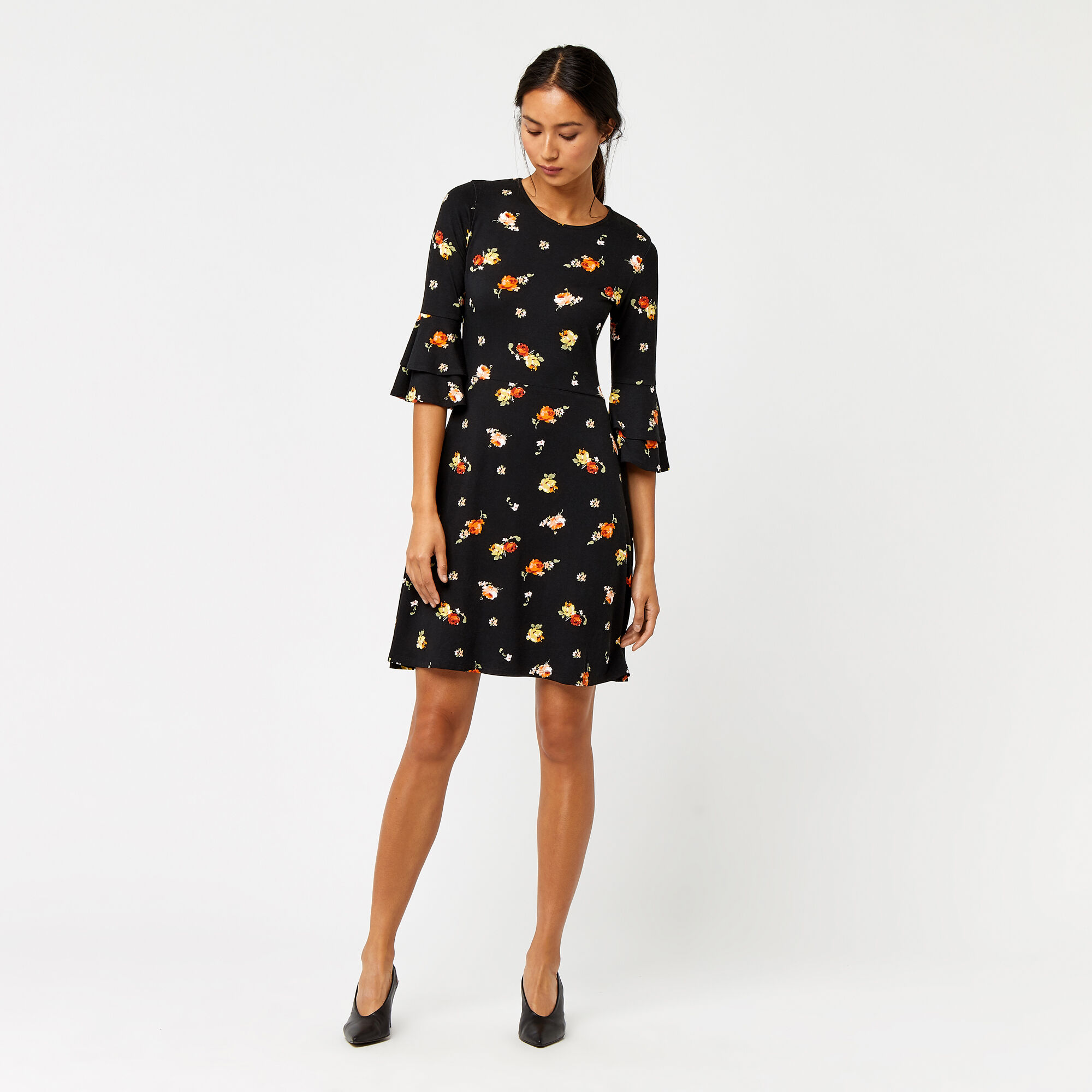 Warehouse, FLORENCE FLUTE SLEEVE DRESS Black Pattern 1
