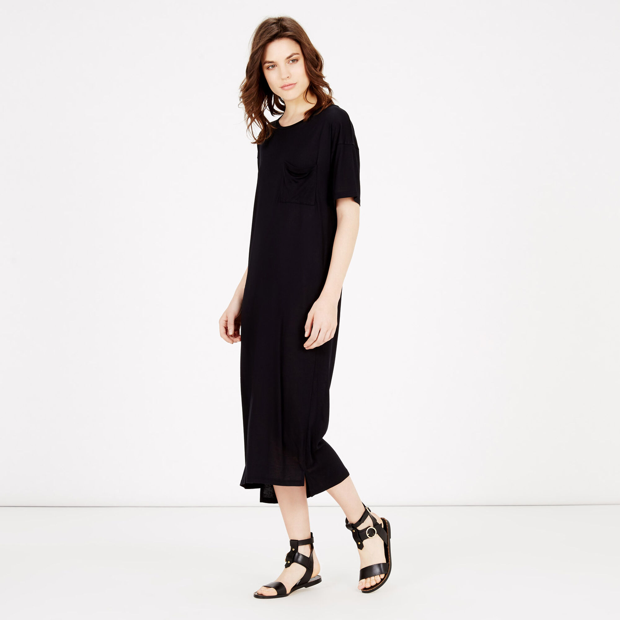 T-Shirt Dresses Go for the ultimate off-duty look in our effortless range of t-shirt dresses, perfect for every occasion. A versatile go-to wardrobe staple that earns easy style points whatever the occasion.