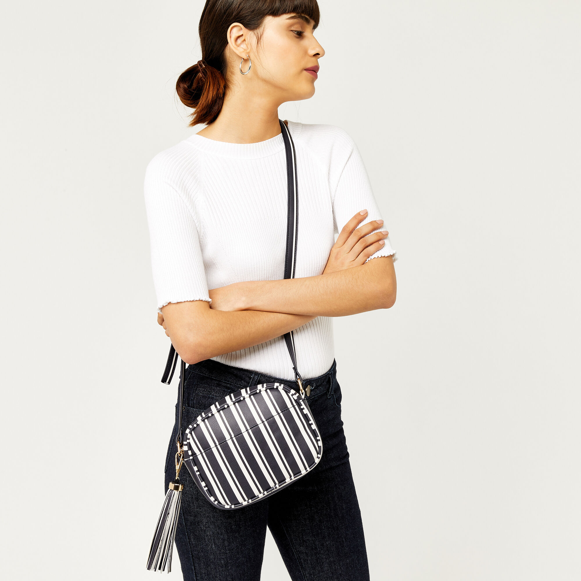 Warehouse, TASSEL STRIPE CAMERA BAG Black Stripe 1