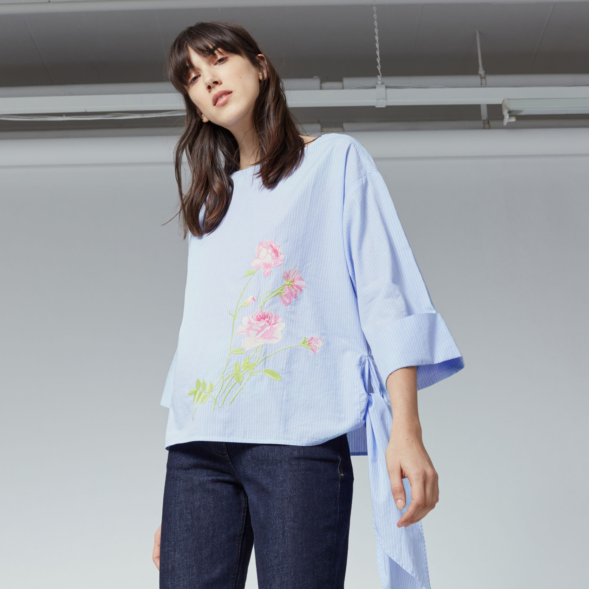 Warehouse, ROSE EMBROIDERED TIE SIDE TOP Light Blue 1