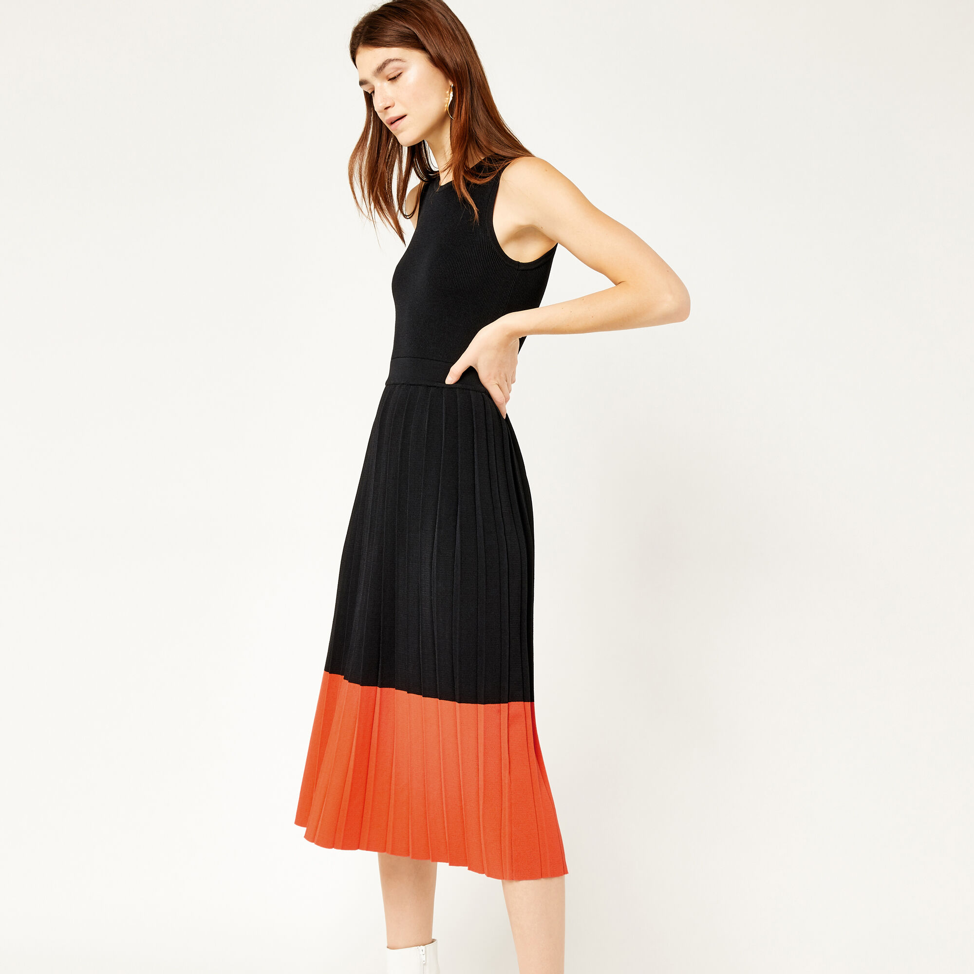 Warehouse, COLOURBLOCK PLEATED DRESS Black 1