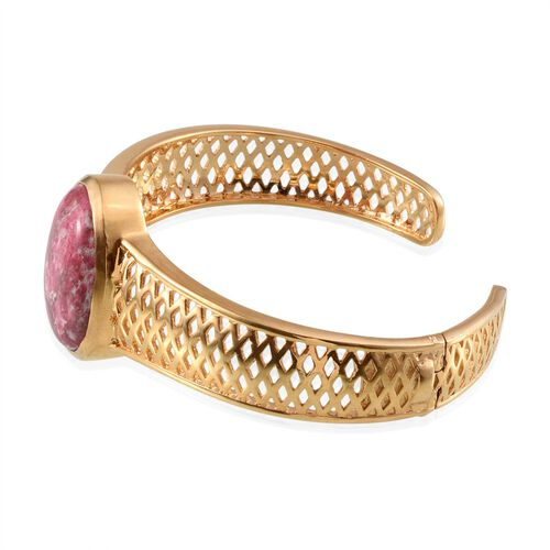 Norwegian Thulite (Ovl) Cuff Bangle (Size 7.5) in ION Plated 18K Yellow Gold Bond 28.000 Ct.