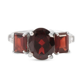 Mozambique Garnet (Ovl 4.07 Ct), White Topaz Ring in Rhodium Plated Sterling Silver 7.000 Ct.