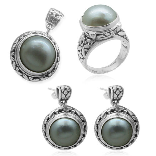 Royal Bali Collection Mabe White Pearl (Rnd) Ring, Pendant and Earrings (with Push Back) in Sterling Silver 47.000 Ct.
