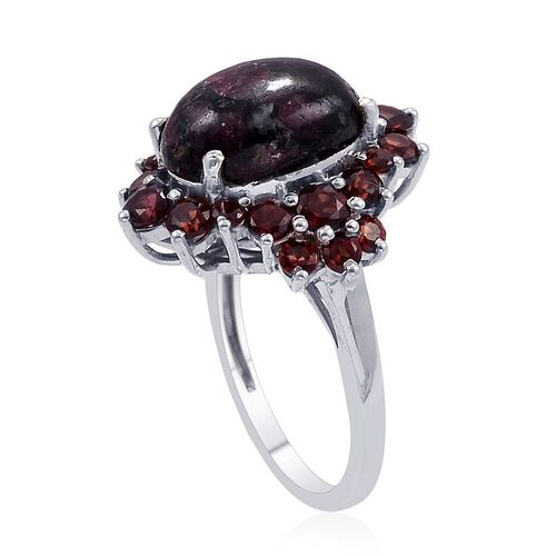 Russian Eudialyte (Ovl 6.25 Ct), Mozambique Garnet Ring in Platinum Overlay Sterling Silver 9.000 Ct.