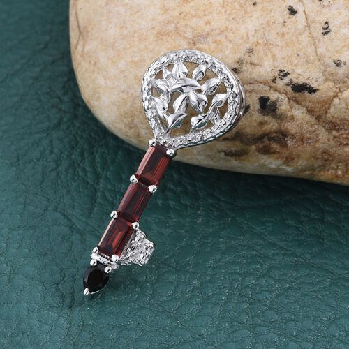 Mozambique Garnet (Oct), Boi Ploi Black Spinel Key Pendant in ION Plated Platinum Bond 1.500 Ct.
