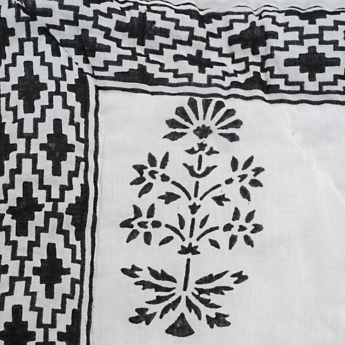 Cotton and Fibre Black Colour Tree Printed White Colour Quilt (Size 274x223 Cm)