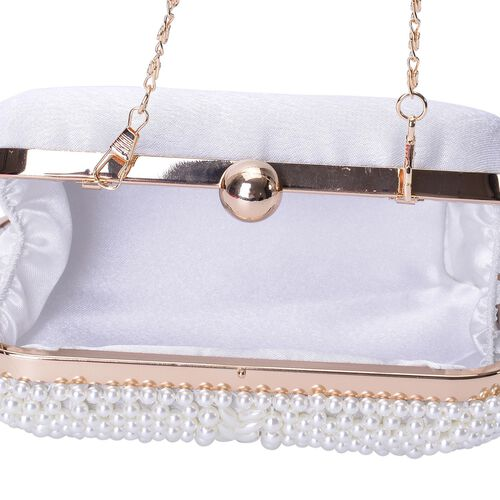 (Option 1) Simulated White Pearl Clutch Bag with Chain Strap in Gold Tone (Size 16x10x5.5 Cm)