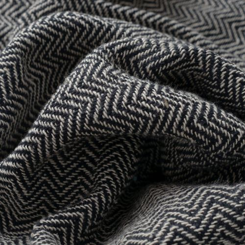 100% Cotton Chevron Pattern Black and White Colour Throw with Fringes (Size 150x125 Cm)