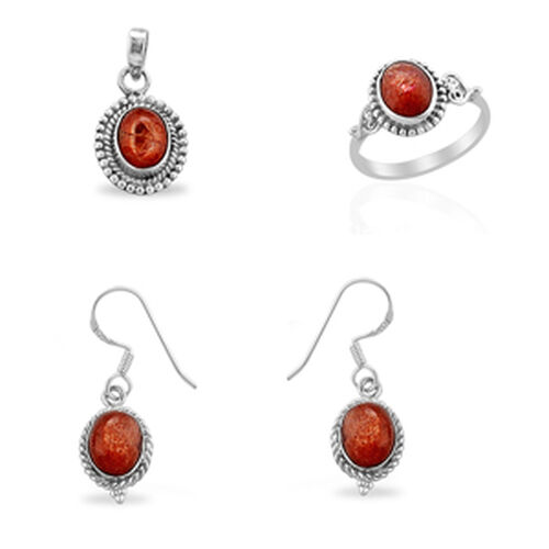 Jewels of India Sri Lankan Sunstone (Ovl) Ring, Hook Earrings and Pendant in Sterling Silver 7.200 Ct.