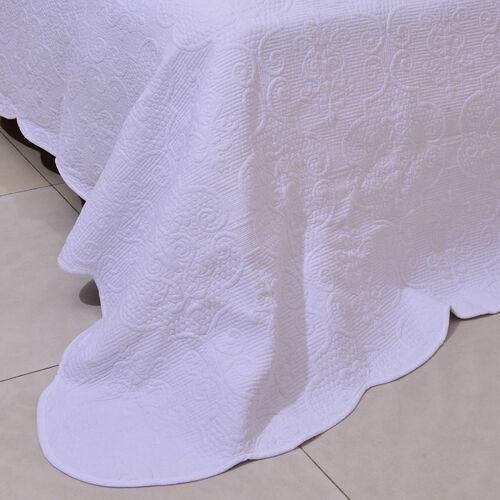 100% Cotton White Colour Filigree Pattern 4 Season Quilt (Size 260x240 Cm)