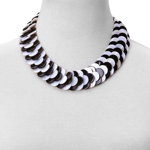 Designer Inspired - Black and White Shell Coin Necklace (Size 18) 550.00 Ct.