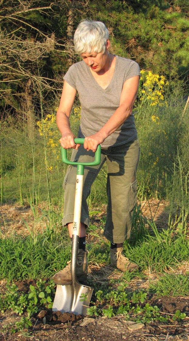Hers shovel garden tools for women ergonomic shovel by for Ladies gardening tools