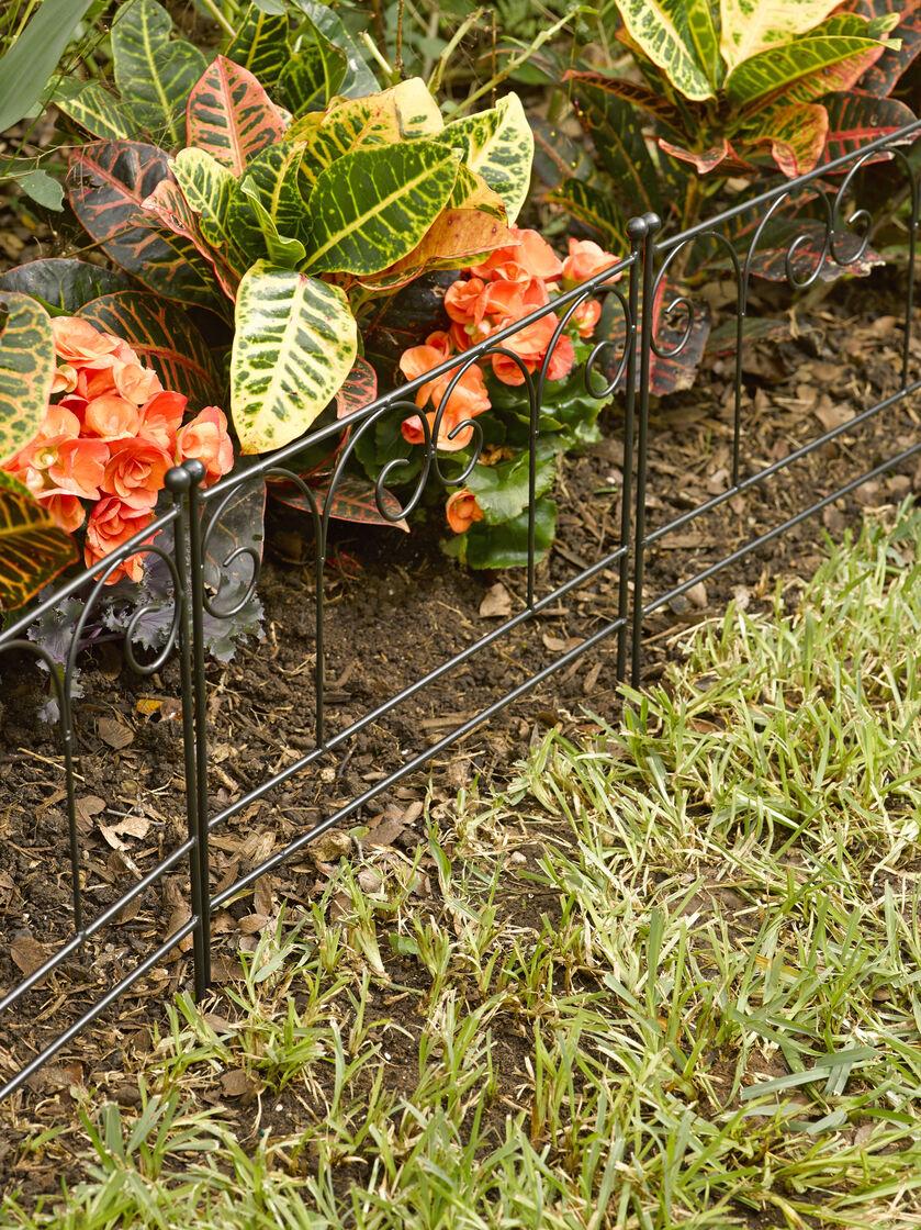 Garden edging fence decorative metal garden edging for Metal garden border
