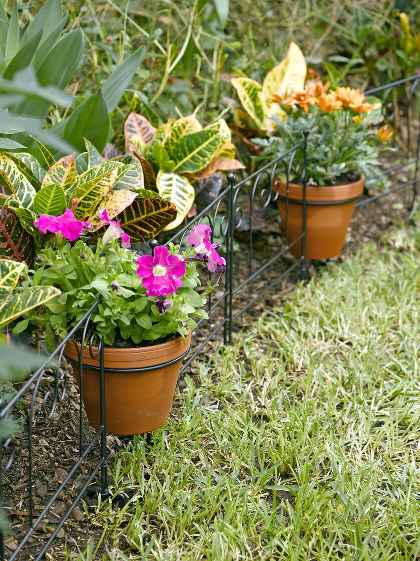 Flower pot holder garden edging set of 3 for Flower edging