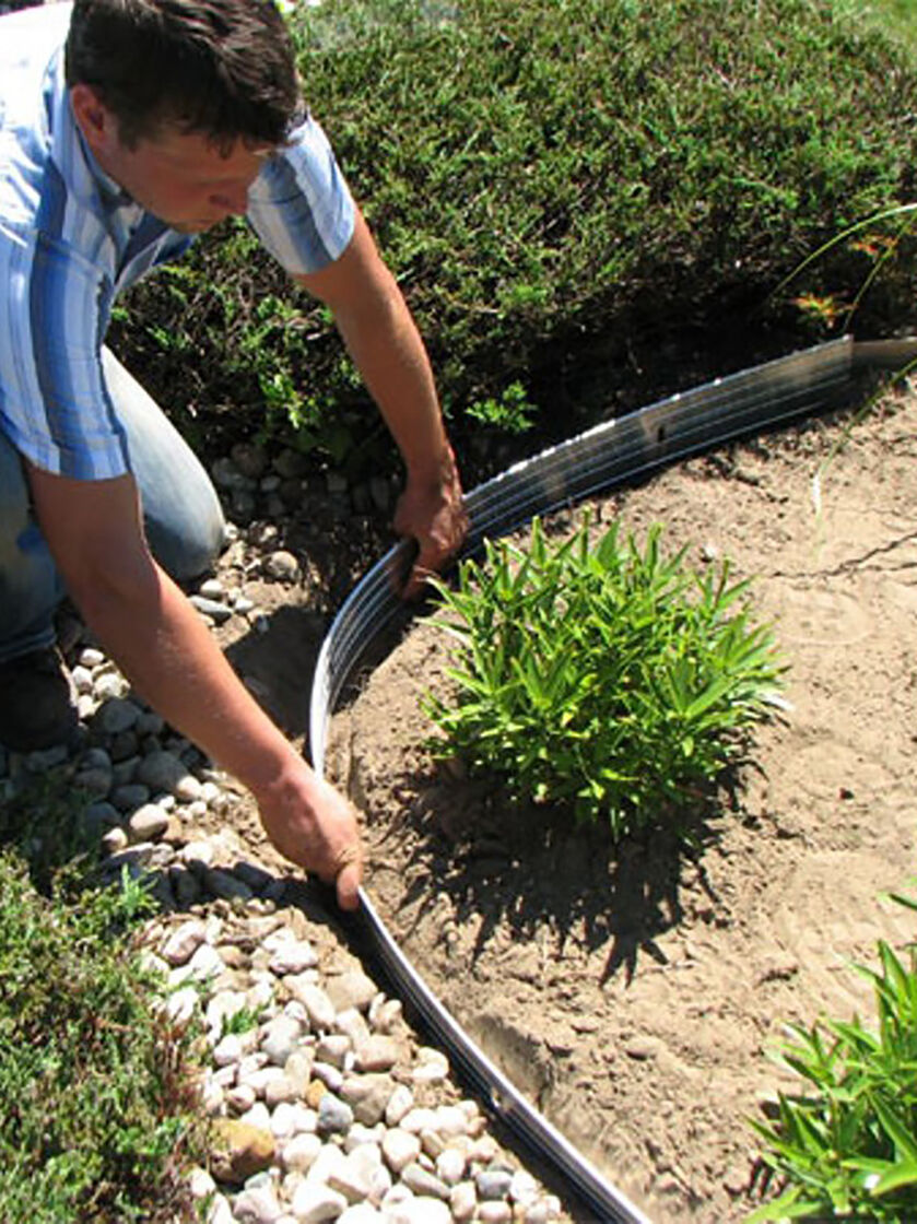 Metal garden edging easyflex aluminum edging 24 39 for Landscape edging
