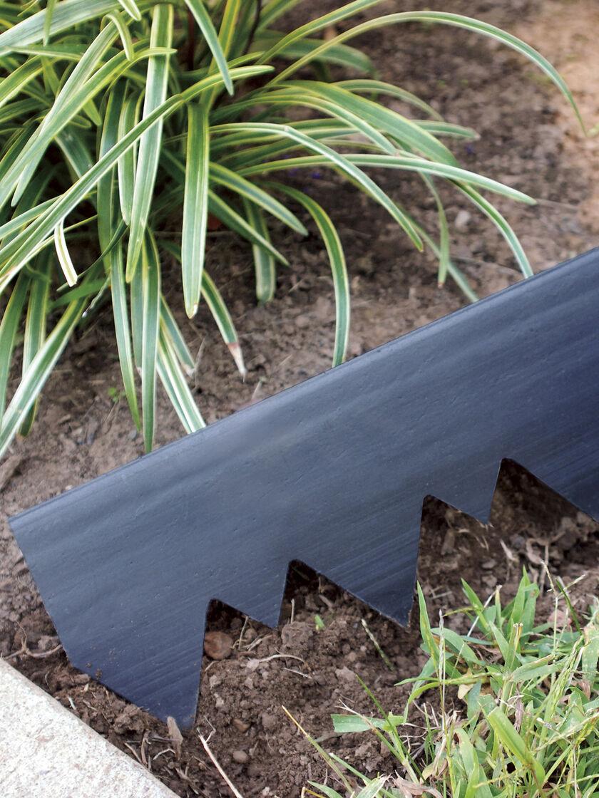 Landshark pound in edging 20 39 plastic landscape edging for Landscape edging