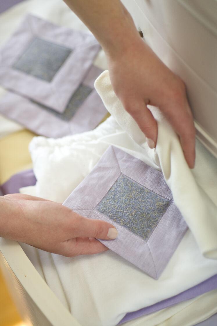 Lavender Drawer Sachets Buy From Gardener S Supply