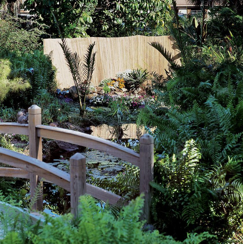 Bamboo Fencing Split Bamboo Garden Fence Gardeners Supply
