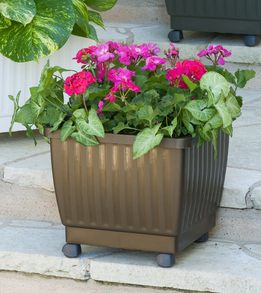 self watering rolling planter 17 gardener 39 s supply On gardeners supply planters