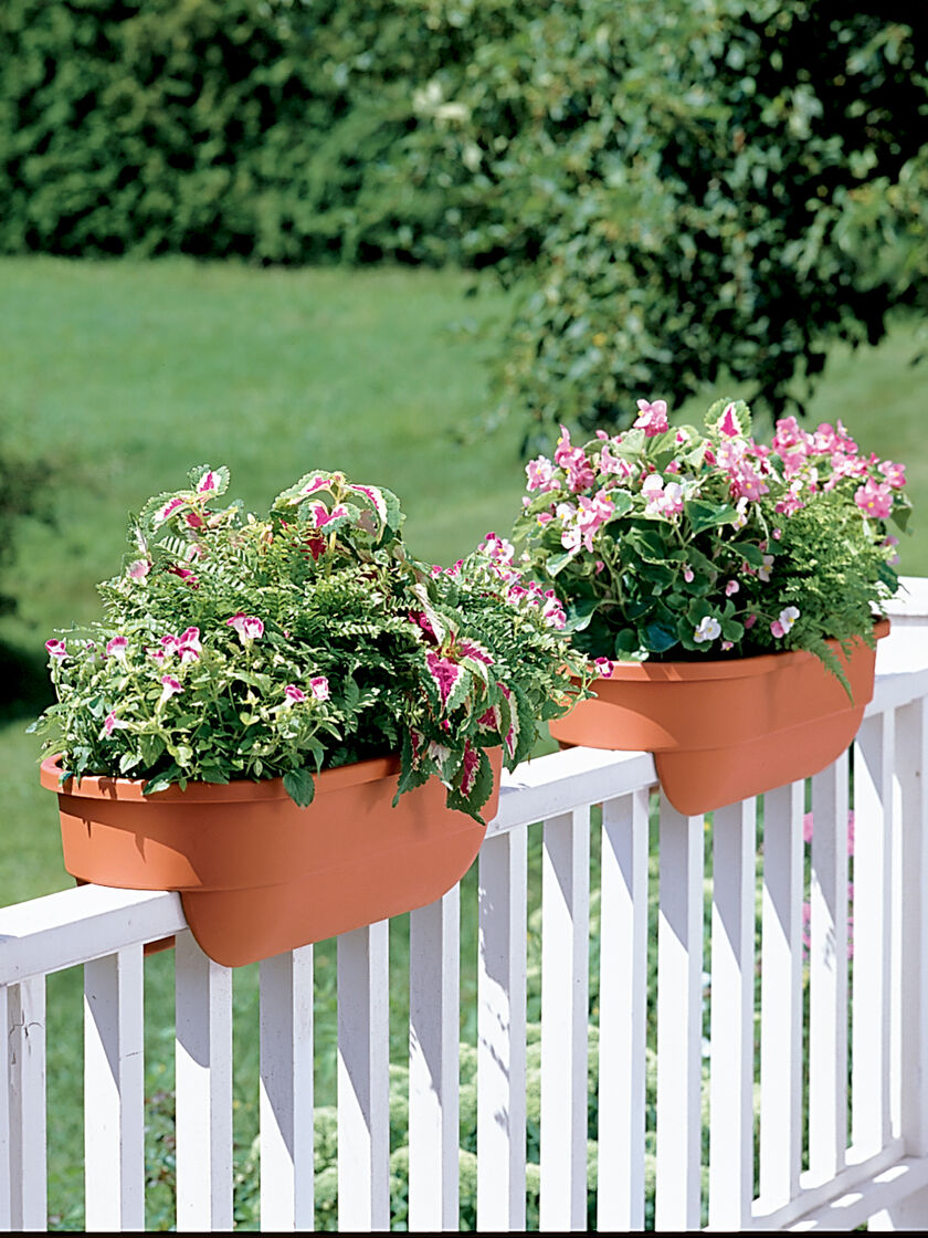 Deck rail planters deck railing planters gardener 39 s supply - Planters to hang on railing ...