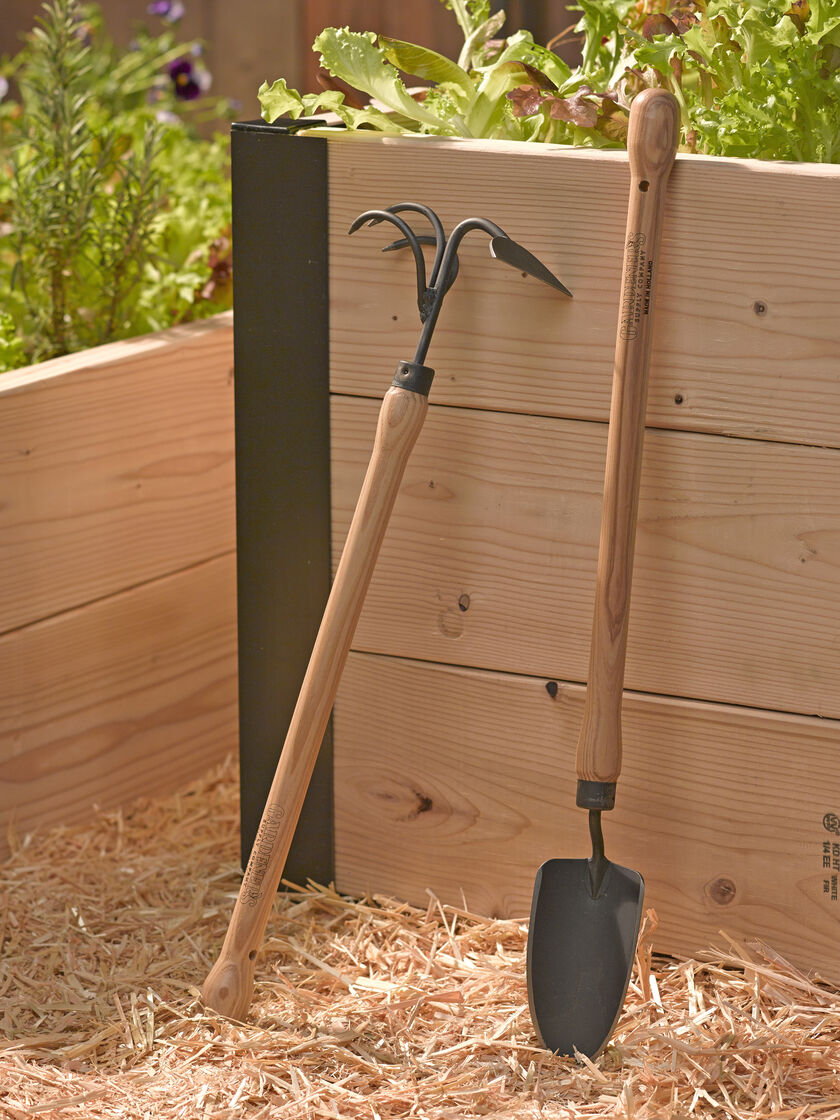 Gardener 39 S Lifetime Raised Bed Trowel Exclusively At Gardener 39 S Supply