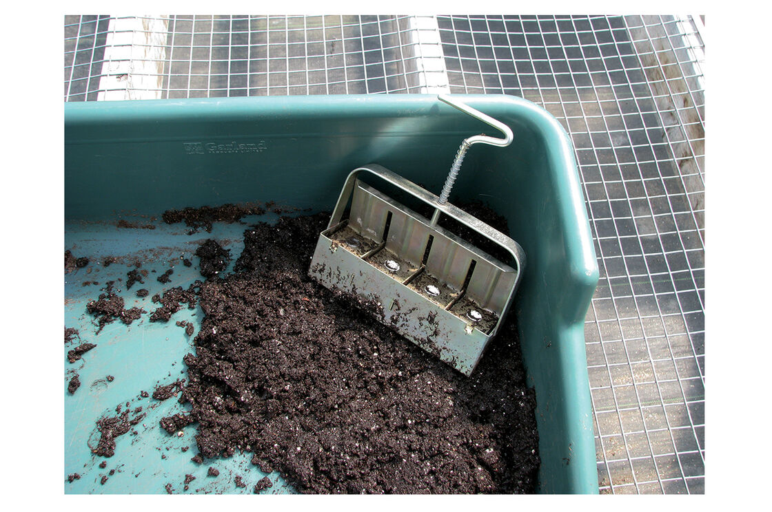Soil blocking potting tray johnny 39 s selected seeds for Soil utensils