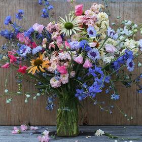 春天Mason Jar鲜花花束