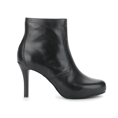 Seven to 7 Plain Bootie, Women's Black Boots