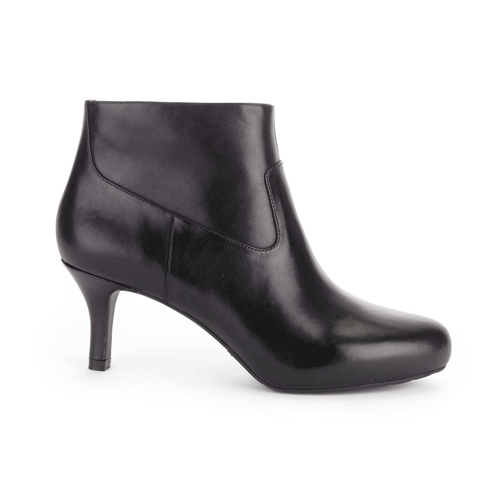Seven to 7 Low Plain Bootie Women's Boots in Black
