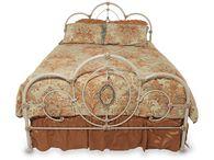 Hillsdale Victoria Queen Bed
