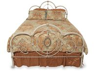 Hillsdale Victoria Queen Bed