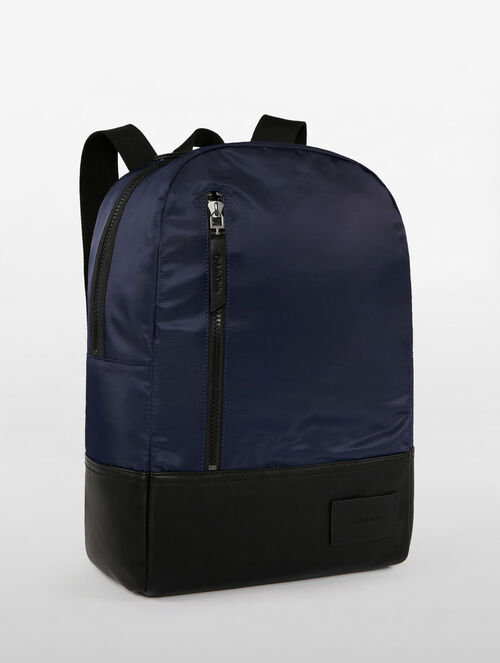 CALVIN KLEIN VOLUME CAMPUS BACKPACK