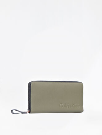CALVIN KLEIN CAMO LONG ZIP AROUND WALLET