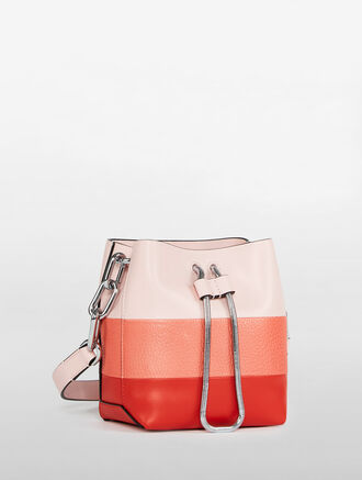 CALVIN KLEIN ENVELOPED MICRO BUCKET