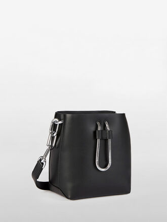 CALVIN KLEIN ENVELOPED MICRO BUCKET BAG