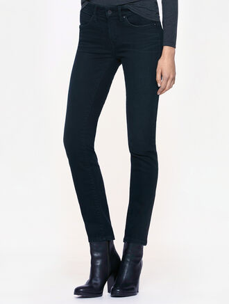 CALVIN KLEIN INKY WASH BODY FIT JEANS