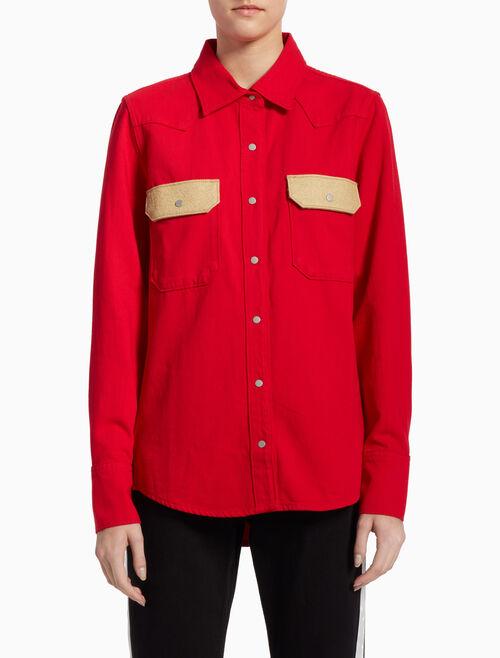 CALVIN KLEIN 대조적인 분위기의 포켓을 더한 WESTERN LEAN 데님 셔츠
