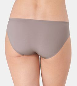 BODY MAKE-UP ESSENTIALS Tai brief