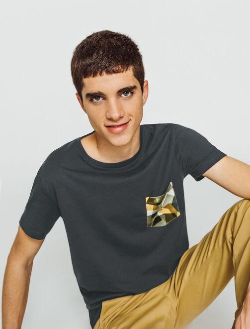 T-shirt uni poche imprimée camouflage graphique homme