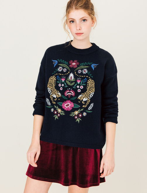 Pull col montant, grande broderie femme