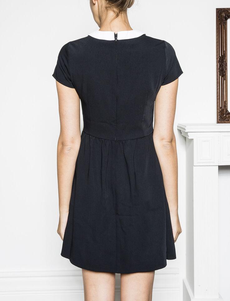 robe avec col claudine. Black Bedroom Furniture Sets. Home Design Ideas