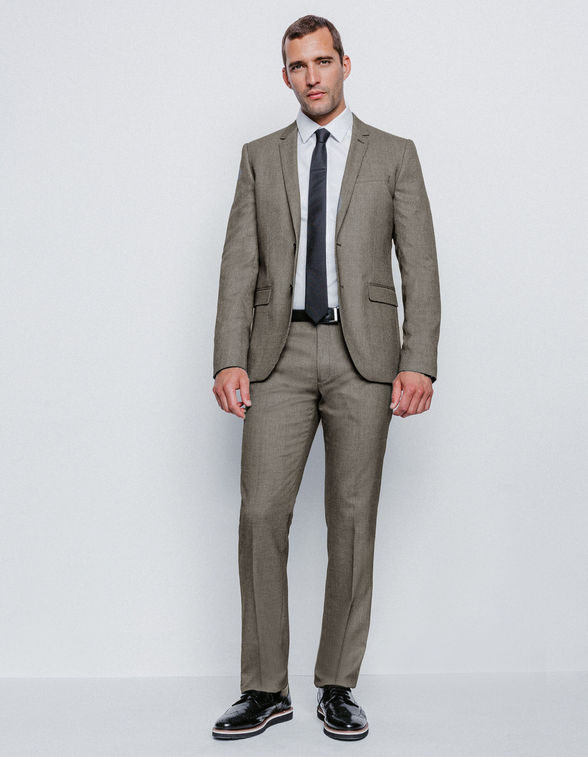 Veste blanche pantalon noir homme